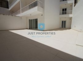 ST PAUL'S BAY - Massive brand new sea front three bedroom apartment - For Sale