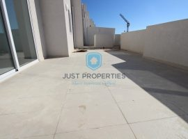 QAWRA - Spacious and bright corner Penthouse with large terrace - For Sale