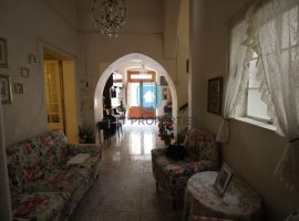 RABAT - Unconverted double fronted townhouse with garage - For Sale