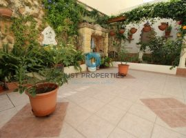 NAXXAR - Terraced House enjoying a great layout and location - For Sale