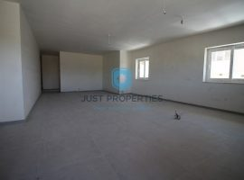 ZEBBUG - Very bright corner three bedroom maisonette - For Sale